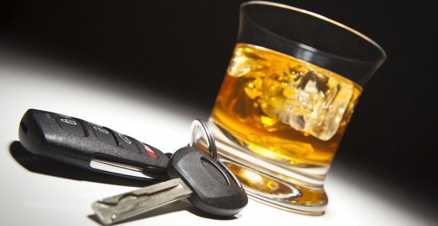 EL ALCOHOL ES 10 VECES MAS MORTIFERO QUE EL CANNABIS EN LA CARRETERA